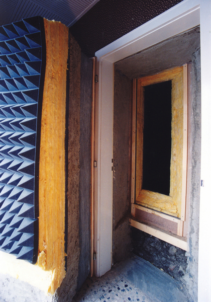 Giesenkirchen 1989, soil, lead, glass wool, sound-absorbing material in the room, 2 wooden constructions, 1 insulated door, detached, Giesenkirchen, Germany 1989 - 1991